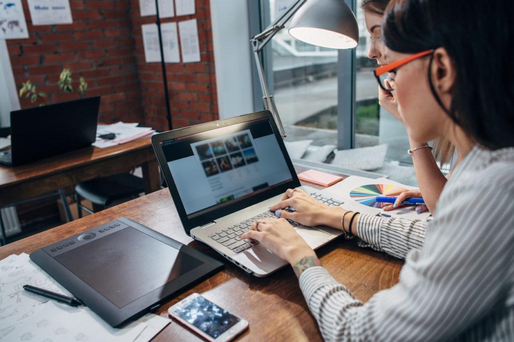 Een professional zorgt voor een optimale webhosting.